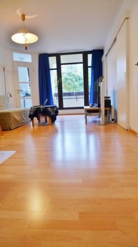 Wohnzimmer in 2 Zimmer Wohnung in München-Schwabing