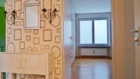 Schlafzimmer und Flur in ebenerdiger Wohnung
